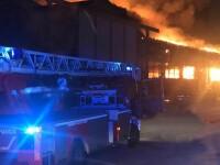 Explozie puternică într-un port din Italia, urmată de un incendiu de proporții. Depozite și camioane, distruse. VIDEO