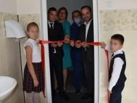 Panglică tăiată la inaugurarea unei... toalete, într-o școală din Republica Moldova