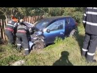 Doi șoferi au ajuns la spital, după ce mașinile pe care le conduceau s-au izbit violent