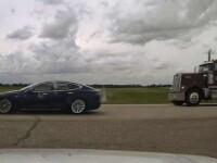 Șofer cu Tesla, surprins în timp ce doarme la volan. Mașina gonea cu 150 de km/h pe autostradă