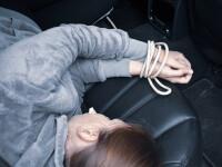 O tânără de 21 de ani a fost răpită din mall, la Arad. Trei persoane au fost reținute
