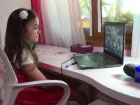 Problemele învățământului online: copiii nu aud ce spun profesorii și nu văd ce scrie pe tablă