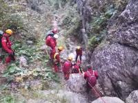 Intervenție contra cronometru în Bucegi. Salvamontiștii au salvat un tânăr care a alunecat într-o râpă