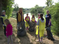 Două cluburi din Oradea și 20 de elevi voluntari au adunat gunoaiele de pe malurile Crișului Repede