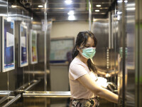 Cât rezistă particulele care conțin SARS-CoV-2 în lift. Anunțul făcut de experți