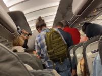"""Ce s-a întâmplat într-un avion care a aterizat la Otopeni. Stewarzii au fost scoși din sărite: """"În ce limbă să vă spun?"""""""