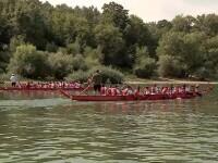 Bărcile dragon au făcut senzație pe Dunăre. Turiștii au participat în număr mare la activități sportive