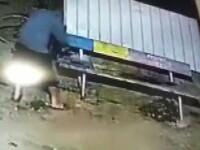 Supărat pe vecinii săi, un sătean din Buzău a stropit cu benzină banca pe care aceștia se întâlneau