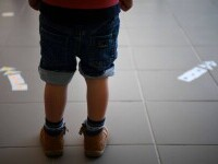 Numărul copiilor români cu părinți plecați la muncă în străinătate a crescut dramatic în pandemie