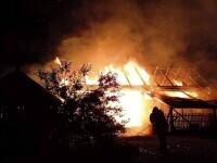 Incendiu puternic în județul Harghita. O femeie a avut nevoie de îngrijiri medicale