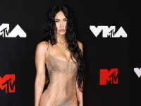 Megan Fox, în lenjerie intimă pe covorul roșu. Actrița a purtat o ținută complet transparentă. GALERIE FOTO