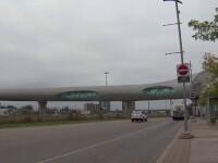 Canada are cel mai lung pod pietonal acoperit din lume. Pasarela traversează o autostradă cu 14 benzi și 6 linii de tren