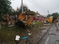 Accident grav, în Suceava. Nu a mai rămas mai nimic dintr-o dubă, după impactul cu un TIR. FOTO