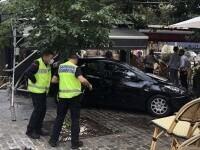 Şase persoane au fost rănite după ce o maşină a intrat într-o terasă aglomerată, în Franța