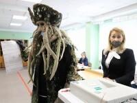"""Alegeri în Rusia. Un bărbat a venit să voteze îmbrăcat ca în """"Pirații din Caraibe"""""""
