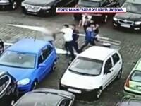 Bataie pentru un loc de parcare, la un centru comercial din Craiova. VIDEO șocant