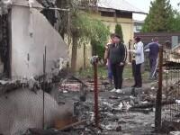 Patru frați au rămas pe drumuri, după ce le-a ars casa. Unul este grav bolnav