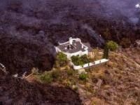 O casă, cruţată în mod miraculos de lava devastatoare a vulcanului de pe insula La Palma VIDEO
