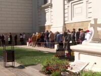 Rânduri de pelerini la Catedrala Mitropolitană din Iași, cu două săptămâni înainte de sărbătoarea Sfintei Parascheva