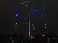 """Zeci de drone au creat un spectacol fascinant de lumini la Coloana Infinitului. """"O distribui pe tot globul asta"""""""