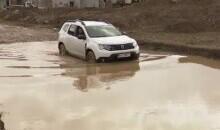 Cine e responsabil pentru dezastrul din Henri Coandă. O comunitate fără drumuri, afundați în noroaie și fără utilități