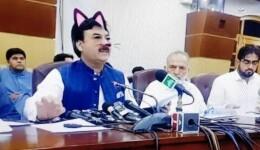 """Guvernul pakistanez a activat din greşeală """"cat filter"""" în timpul unui LIVE pe Facebook"""