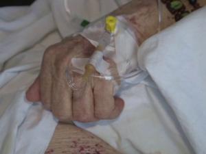 """A murit în spital, dar familia nu a știut nimic. """"Un medic a luat curajul şi mi-a spus"""""""