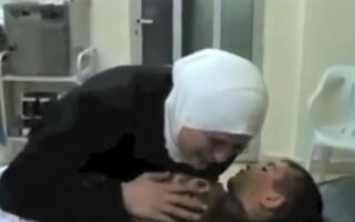 Siria, femeie isi plange copilul mort