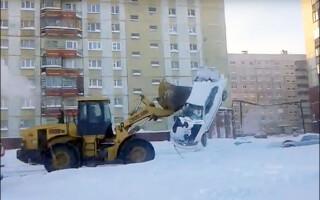 masina ridciata cu excavatorul
