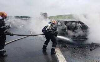 Un BMW a luat foc în mers pe A1