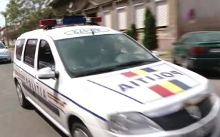 masina de politie pe strada