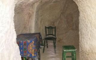 locuință săpată în piatră
