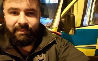 Motivul pentru care un paramedic a fost amenințat în timp ce salva viața unei fetițe