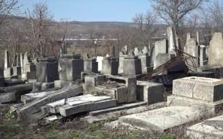 Cimitirul evreiesc din Husi, vandalizat - 1