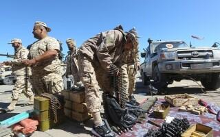 La un pas de un nou război civil. Aeroportul din Tripoli, bombardat. Reacția SUA și a Rusiei - 8