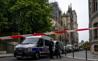 Notre Dame, la o zi de la incendiul devastator - 3