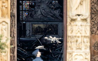 Notre Dame, la o zi de la incendiul devastator - 5