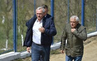 Presedintele PSD, Liviu Dragnea, alaturi de ministrul Agriculturii, Petre Daea, viziteaza sistemul de irigatii din cadrul Amenajarii Galatui Calarasi