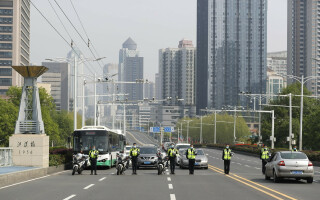 Întreaga Chină a păstrat 3 minute de reculegere în memoria victimelor COVID-19