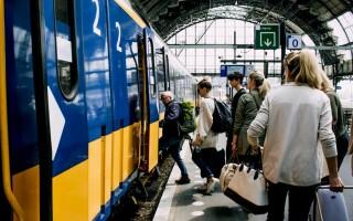 """CFR Călători, despre trenurile aglomerate de navetiști: """"Declarații fără dovezi ale unui lider de sindicat"""". Măsurile luate"""