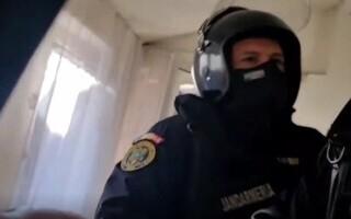 Copii neglijați într-o familie din Timiș, luați cu scandal de autorități. Jandarmii au intervenit