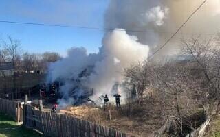 Tragedie în Neamț. O femeie de 59 de ani a murit într-un incendiu care i-a mistuit casa
