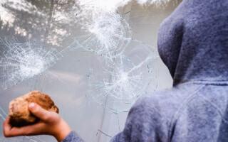 """Trei minori au distrus tot ce le-a ieșit în cale într-o școală din Covasna. """"Au făcut ravagii"""", spune directorul"""