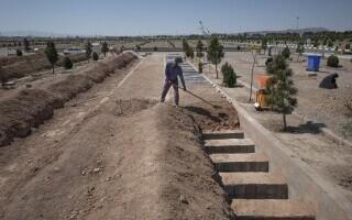 Cimitirele din Iran, neîncăpătoare din cazua Covid-19. Se sapă morminte pe patru niveluri