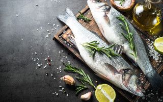 Recomandările ANPC pentru cei care cumpără pește și preparate din pește în această perioadă