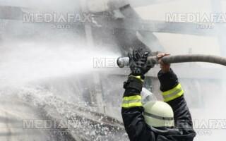 Pompierii au intervenit şi au stins incendiul