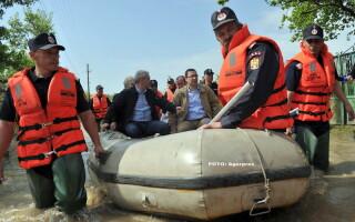 Liviu Dragnea, Victor Ponta in barca - AGERPRES