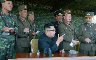 Kim Jong-un si generali nord-coreeni