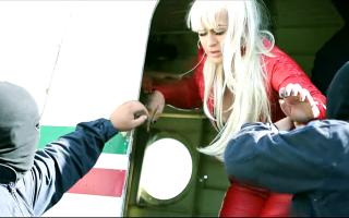 jandarmi in clipul lui Dani Mocanu