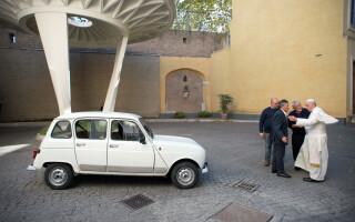 Renault 4 Papa Francisc
